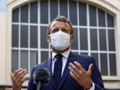 Министр здравоохранения Франции сделал прививку от коронавируса коллеге