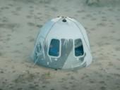 Капсула с Джеффом Безосом и тремя космическими туристами успешно приземлилась