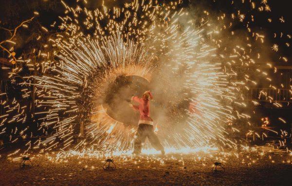 Красочное огненное шоу на Новый Год