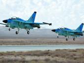 Президент Туркменистана лично решил испытать новый самолет армии. Местные СМИ выпустили хвалебные статьи о полете