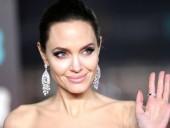 Анджелина Джоли впервые присоединилась к Instagram и поделилась письмом девочки-подростка из Афганистана