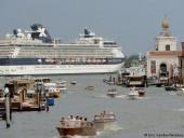 В Венеции вступил в силу запрет на вход больших судов