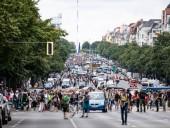 В Берлине проходит многолюдная акция протеста против коронавирусных ограничений: полиция применила водометы
