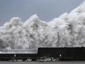 Японию накроют два мощных тайфуна