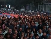 В Ереване оппозиция провела факельное шествие в память жертв войны в Карабахе