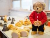 Подарок к отставке: в Германии создали плюшевого медведя, похожего на Меркель