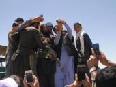 Талибам запретили делать селфи и носить белые кроссовки: почему