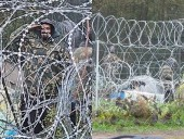 Польские военные опубликовали фото мигрантов в белорусской форме на границе: говорят, Минск готовит новые провокации