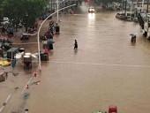 Из-за проливных дождей в Пакистане автомобиль упал в реку: погибла семья из 7 человек